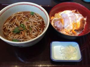 稲田屋のカツ丼定食
