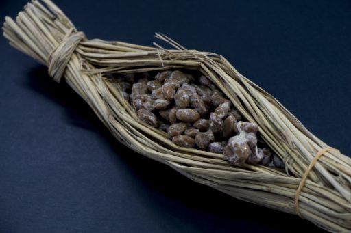 藁で包んだ納豆